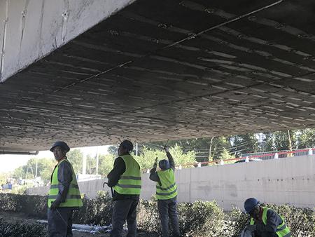 长春市东风大桥桥梁底板裂缝灌胶修补